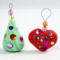 Juldekorationer av Silk Clay med rhinstenar