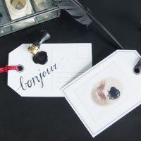 Stor etikett med lacksigill, stickers och band