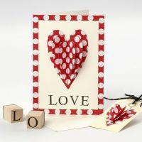 Valentinskort med påsytt hjärta och stämplad text