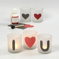 Ljusglas med kärleksbudskap av pålimmat papper