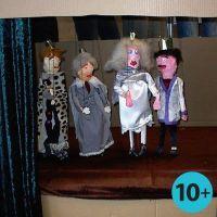 Marionettdockor av trälister och gipsgaze