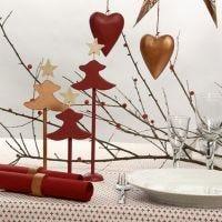 Koppar- och rödmålade bordsdekorationer