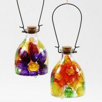 Getingfångare av glas med målat blomstermotiv