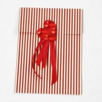 Foliehjerte og gavebånd på papirspose i design fra Vivi Gade