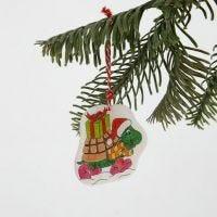 Dekoration av krympplast med julmotiv