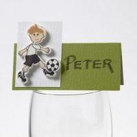 Trästickers med fotbollsspelare på bordskort från Happy Moments
