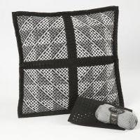 Kudde med grafiskt mönster av korsstygn