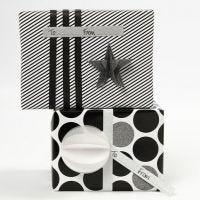 Inslagning med presentpapper och dekoration från Vivi Gade Design