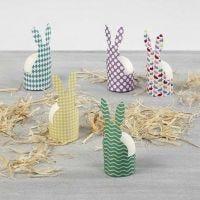 Ägghållare av mönstrad kartong.