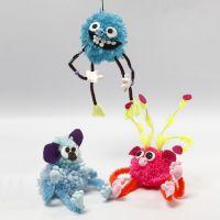 Fantasidjur av pompomer, piprensare, pärlor och Silk Clay