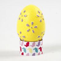 Ägg med präglade mönster målade med hobbyfärg