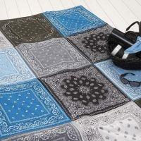 Vadderad matta av snusnäsdukar/bandanas