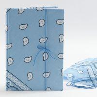 Notisbok med bandana på omslaget