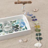 Målad bricka med glasmosaik