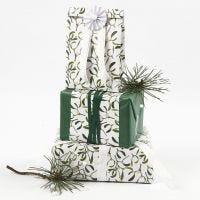 Presentinslagning med silkespapper och papper från Vivi Gade Design.