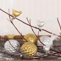 Glaskula och glasfågel dekorerad med keramikfärg och dun