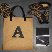 Stryktyg på väska av läderpapper