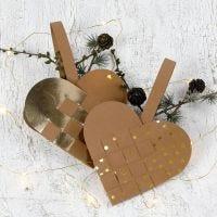 Flätade julhjärtan i läderpapper