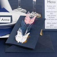 Inbjudningskort med utstansade fjärilar och dekorationsfolie