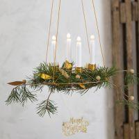 Hängande adventskrans med ljushållare av bonzaitråd och dekorationer av läderpapper