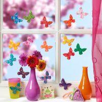 Färgglada fjärilar gjorda av fimolera