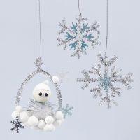 Glittrande dekorationer med tomtenisse och snöflinga