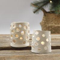 Lanternor av självhärdande lera med utstuckna hål.