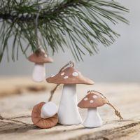 Hängande svampar av självhärdande lera