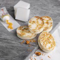 Hjemmelavet sæbe af shea med vanilje og morgenfruer