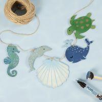 Girlang med havsdjur i trä dekorerade med hobbyfärg