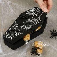 Halloween kista med spindlar
